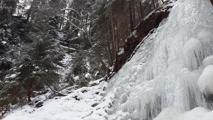 Женецкий водопад зимой