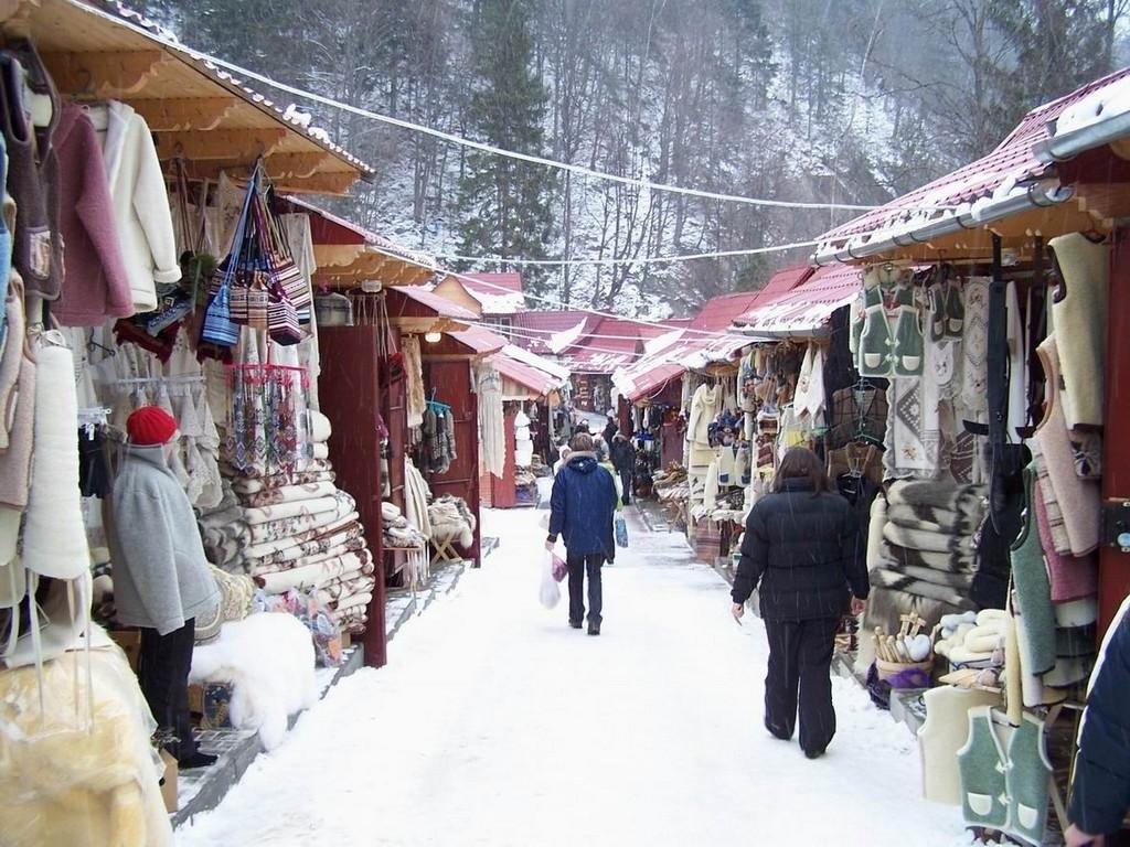 Сувенирный рынок в Яремче