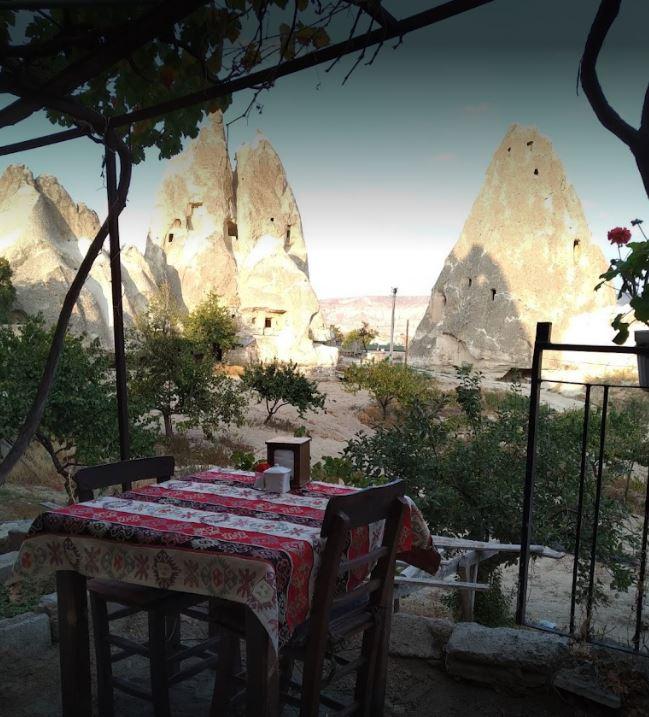 Вид с террасы ресторана в Каппадокия (Турция)