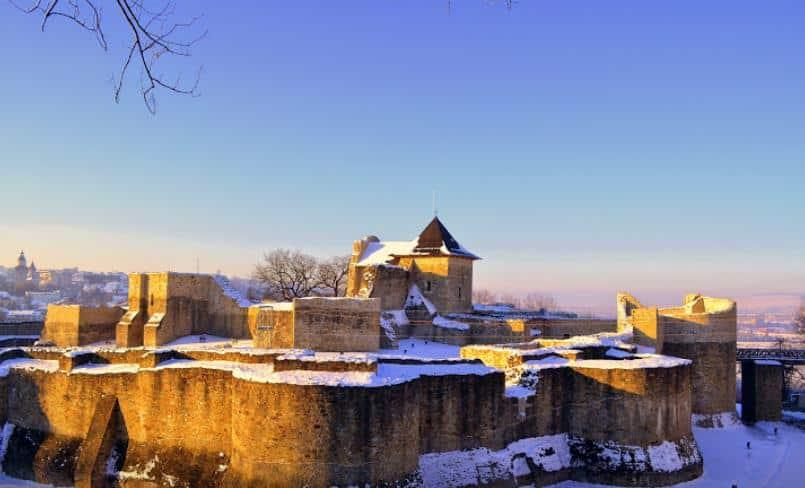 Тронная крепость, Сучава Румыния