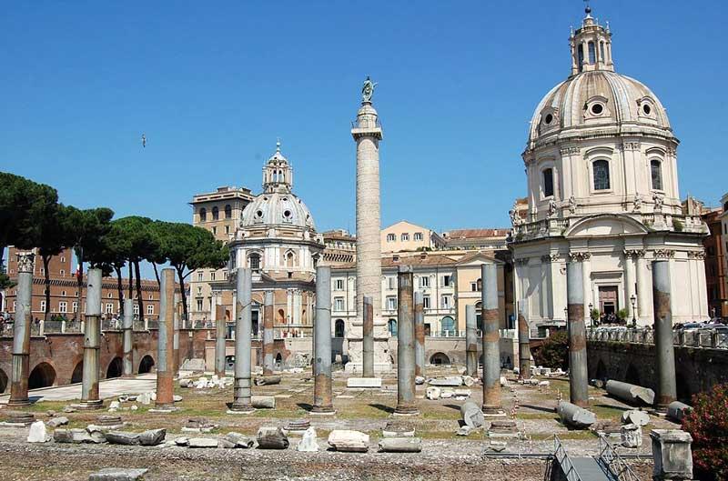 Колонна Траяна – колонна на форуме Траяна в Риме Colonna-Traiana