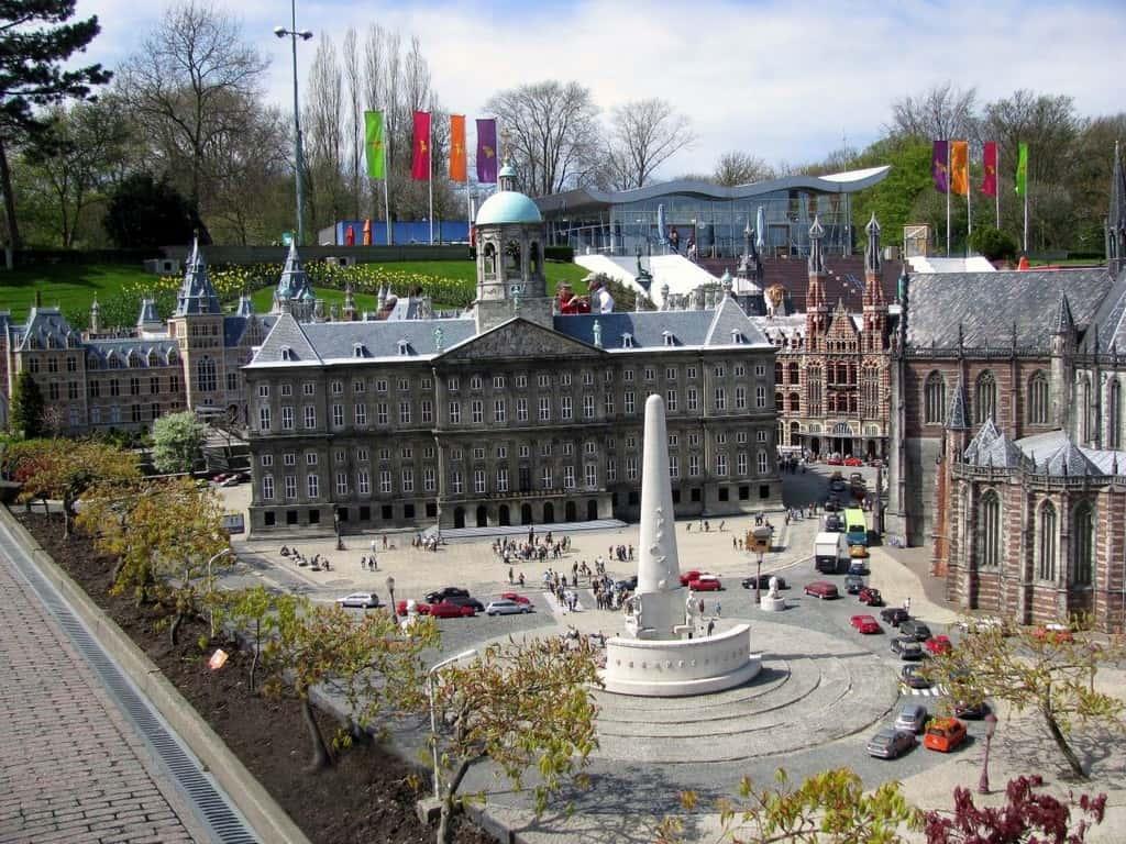 Площадь Дам в Амстердаме (Экспозиция в Парке Мадюродам - Схевенинген, Гаага)