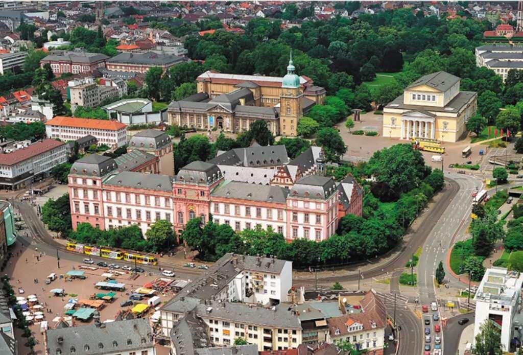 Дармштадт, Дворец герцогов Гессенских и Рейнских