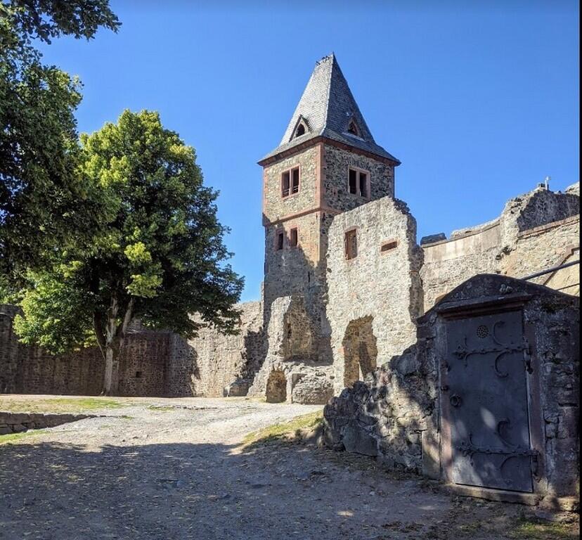 Замок Франкенштайн - развалины средневекового замка с панорамными видами и рестораном