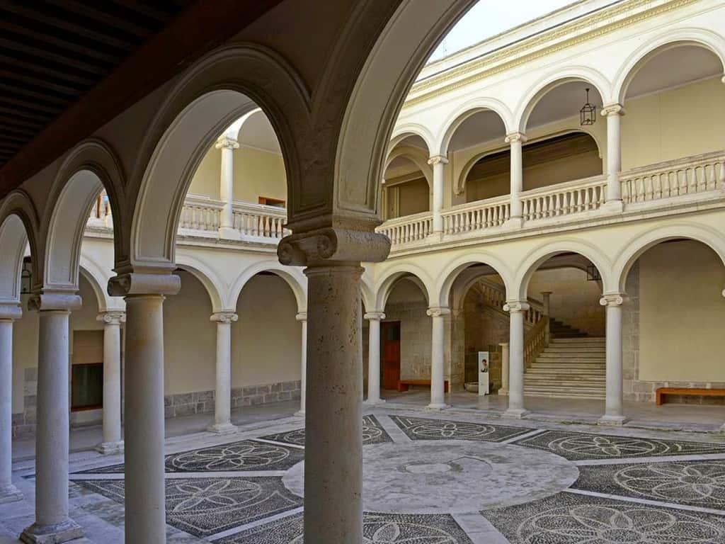 Дворец маркиза де Вильена (Palacio de Villena) - Museo Nacional de Escultura Вальядолид (Испания)