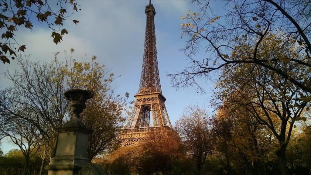 Э́йфелева ба́шня ( tour Eiffel