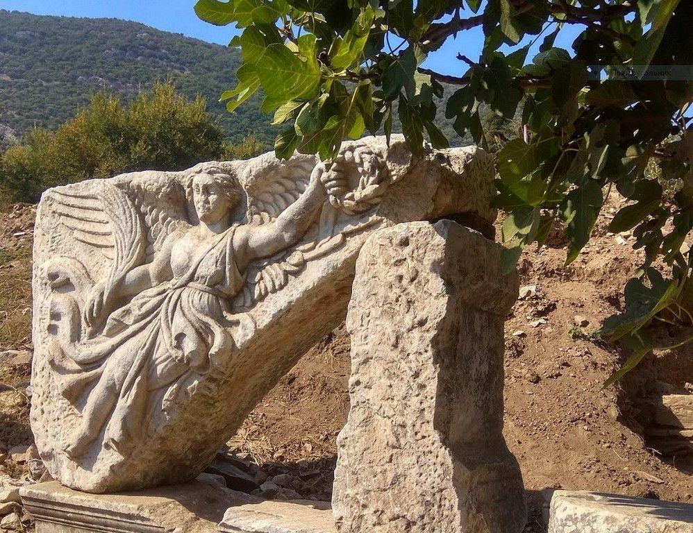 Рельеф богини победы Ники, Эфес (улица Куретов)