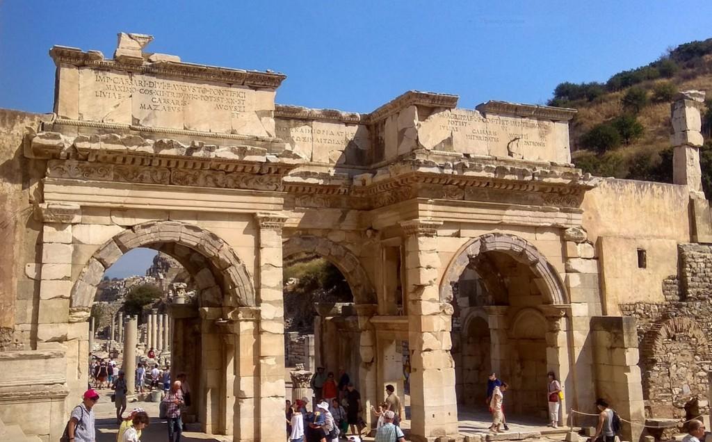 Ворота Августа в Эфесе
