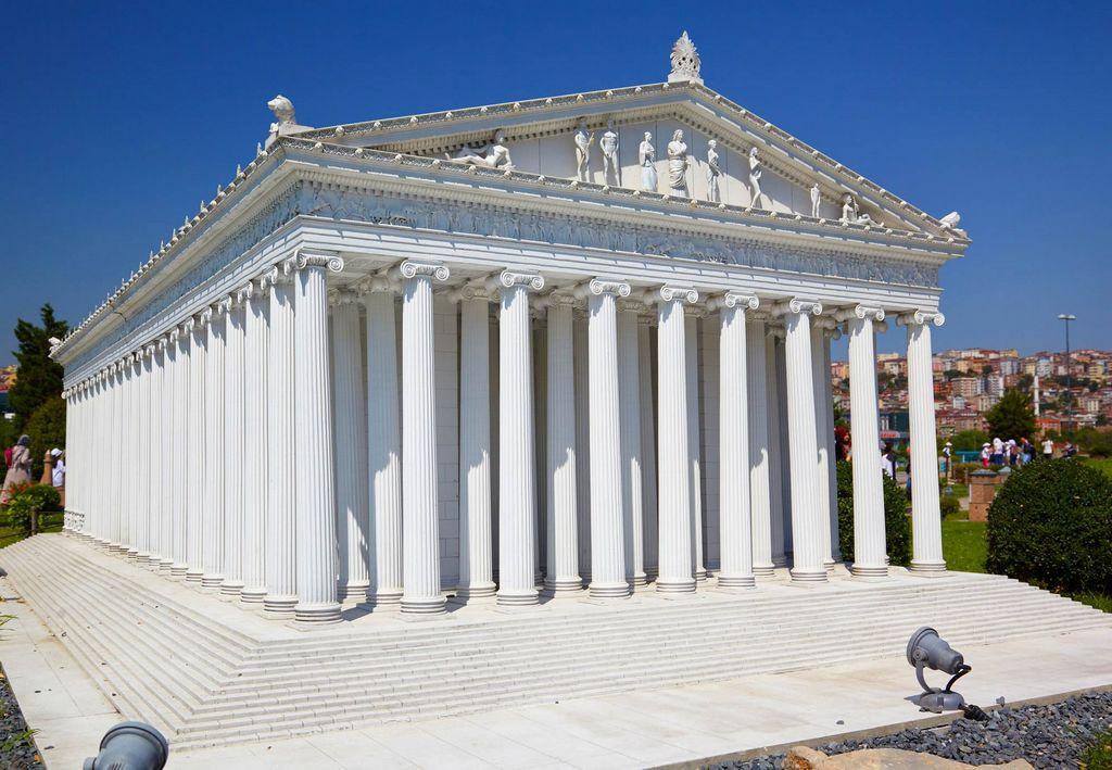Модель храма Артемиды в Турции в парке Миниатюрк, Стамбул