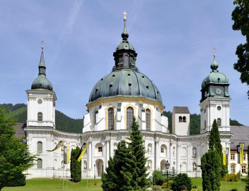 Барочный фасад базилики