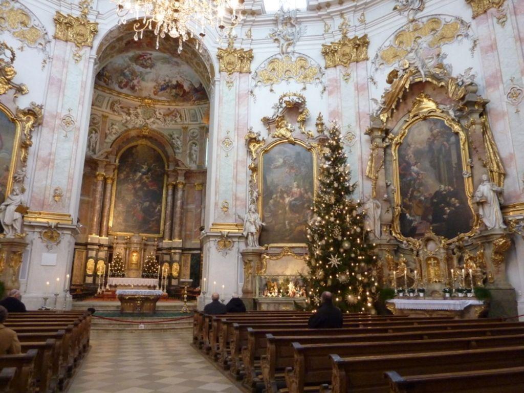 Внутренний интерьер церкви