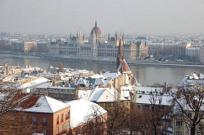 Будапешт зимой Парламент Туры по Европе