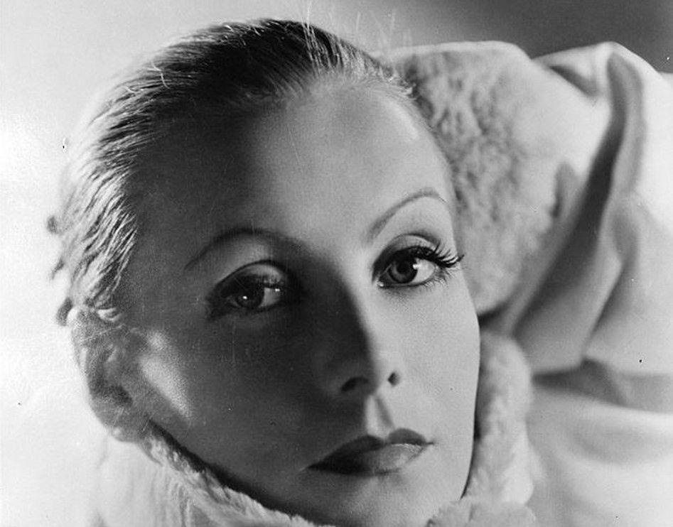 Грета Гарбо (1905-1990) - шведская и американская актриса (Наиболее известными немыми картинами Гарбо были «Поток» (1926), «Плоть и дьявол» (1927) и «Любовь» (1927))