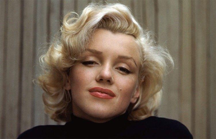 Брови «домиком» Мэрилин Монро - американская киноактриса, секс-символ 1950-х годов, певица и модель