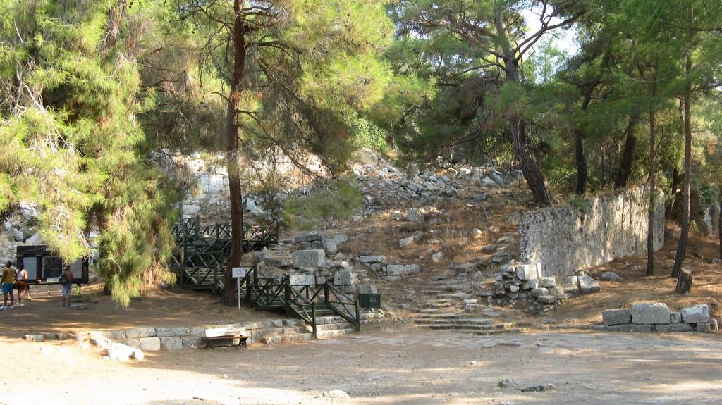 Ступенчатая дорога, ведущая от агоры к акрополю, Фазелис, Турция