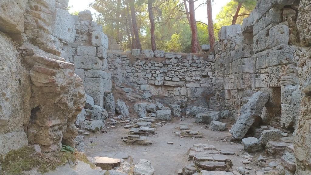 Кальдарий больших бань - одно из основных помещений римских терм, зал с горячей водой