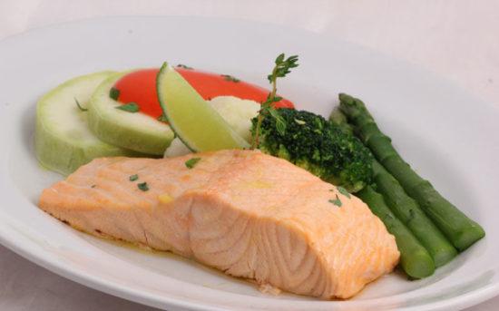 Отварная рыбка с овощами