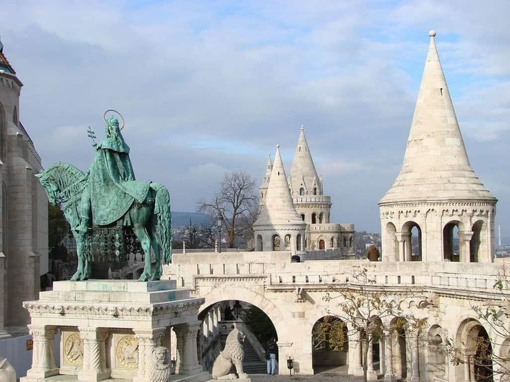 Рыбацкий бастион (Halászbástya), памятник Иштвану Великому