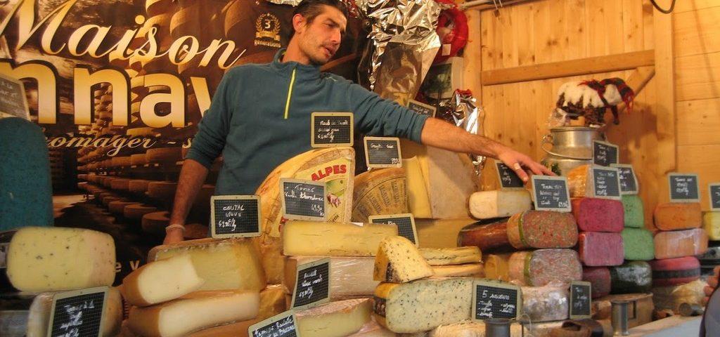 Магазин сыра в Париже французская кухня