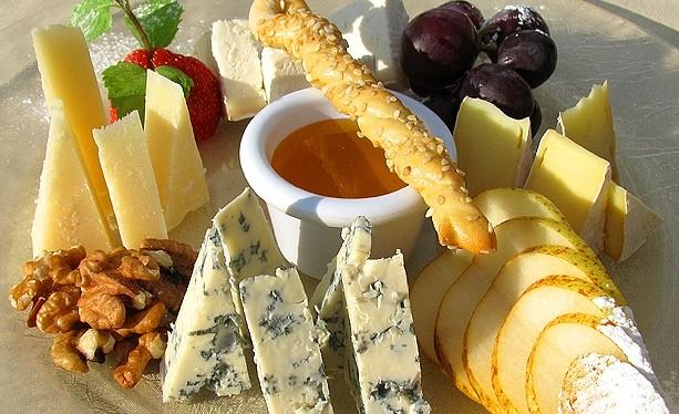 Сырная тарелка французская кухня