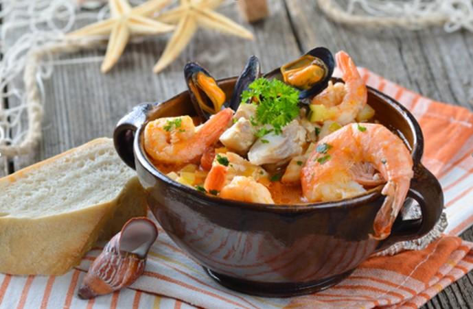 французская кухня Буйабес (Буйабес по-марсельски с мидиями и креветками)