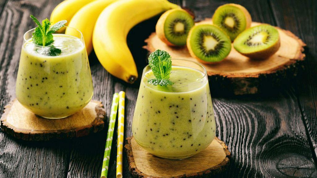 Смузи с бананом и киви Фруктовые смузи