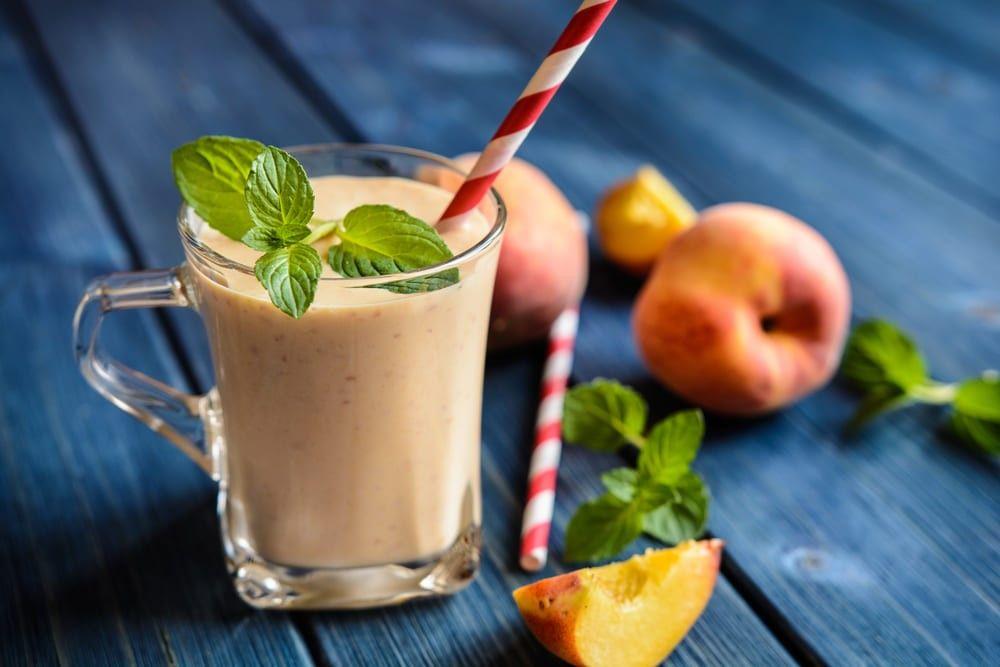 Смузи из персика с кефиром