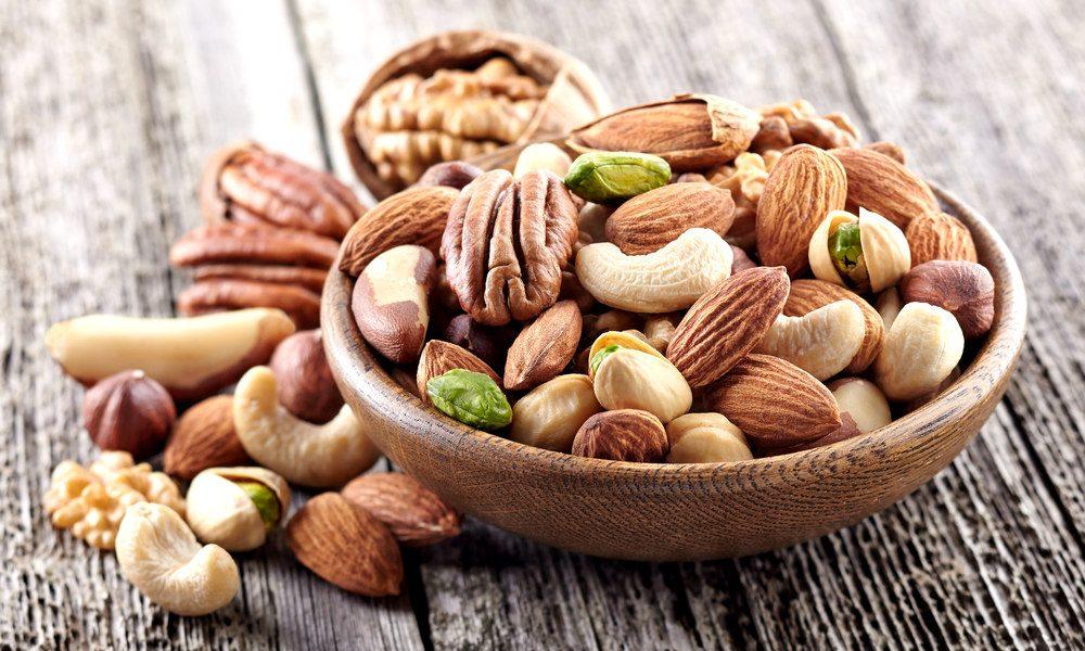 Орехи - грецкие, кешью, лесной орех, арахис, кедровые орешки и миндаль