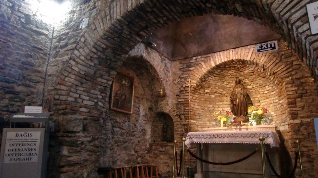 Дом Богородицы в Эфесе внутри
