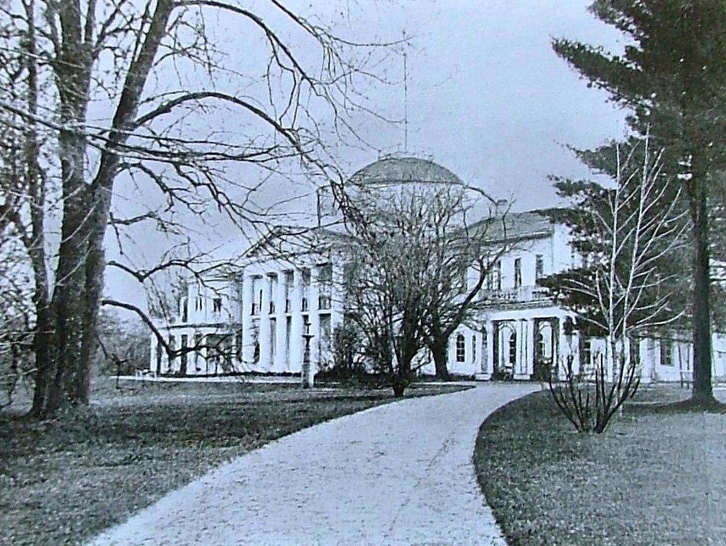 Садовый фасад дворца в Качановке. Фото. 1880-е гг.