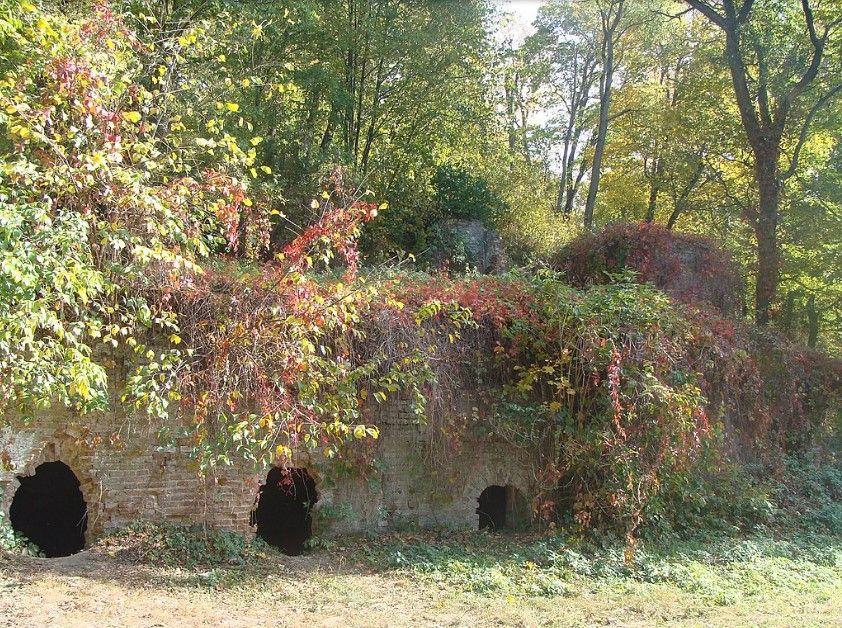 «Романтические руины» - бутафорскую крепость румянцевского периода владения Качановкой