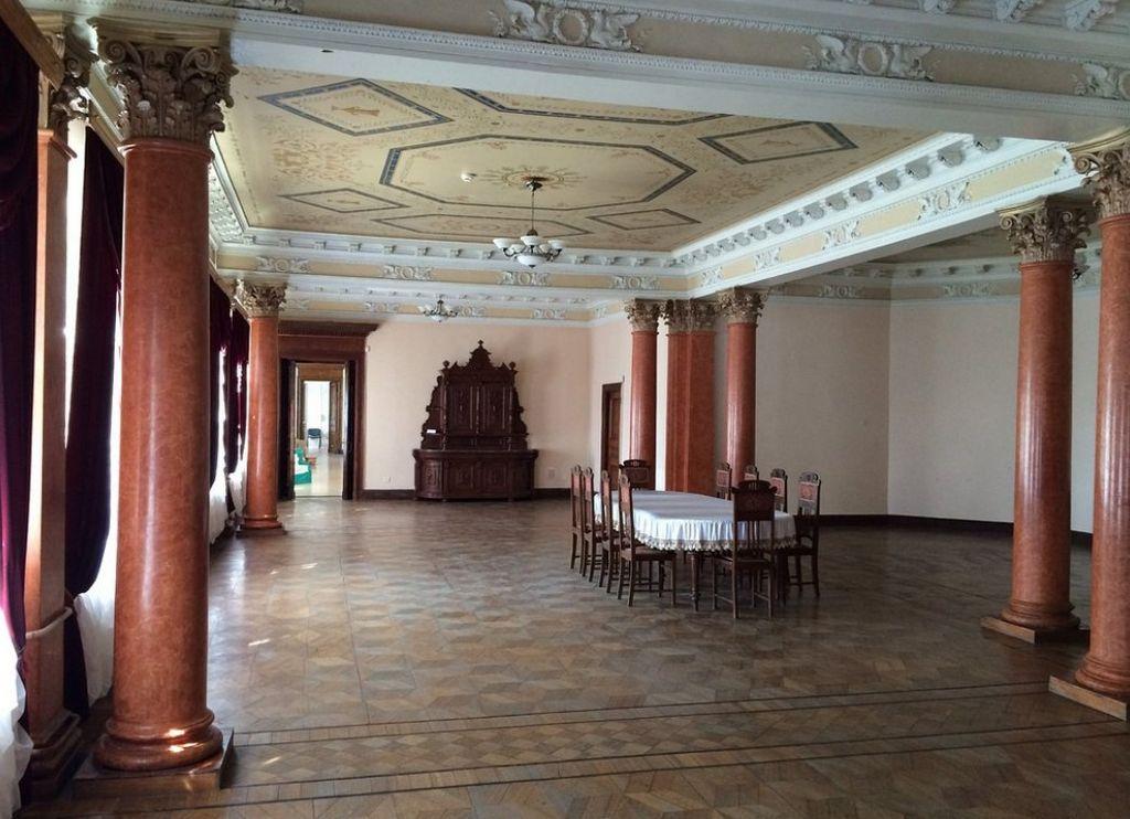 Интерьер дворца Тарновских - банкетный зал