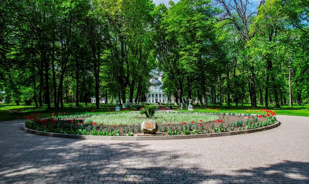 Регулярная часть парка в имении