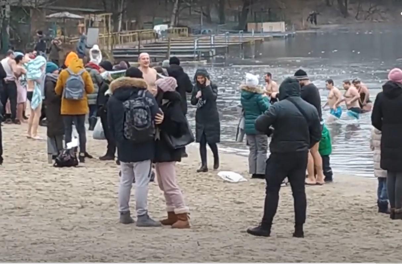 Крещение в Пуще-Водице, Киевв любой момент Крещения вода святая везде