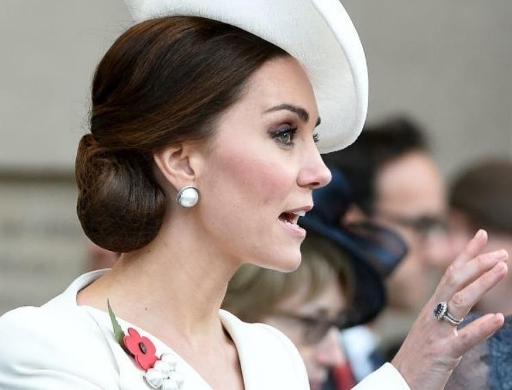 У Герцогини Кембриджской всегда короткие ногти телесного цвета