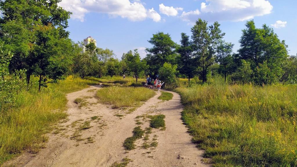 Прибрежная полоса залива Верблюд - место отдыха киевлян