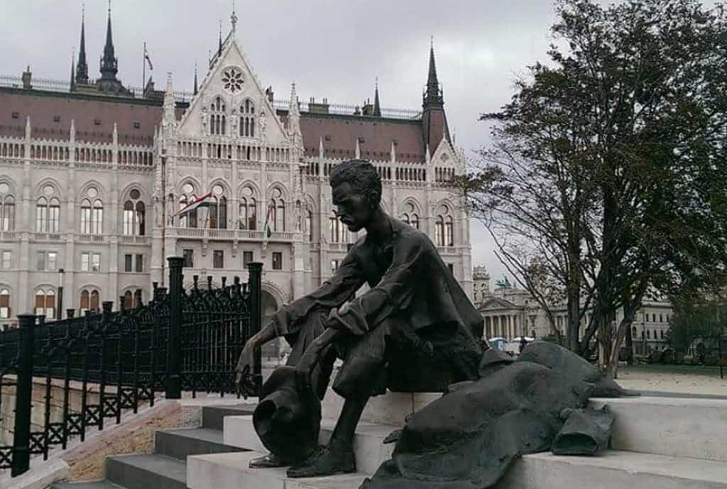 Памятник Атилле Йожефу (József Attila-szobor) Будапешт (Венгрия)