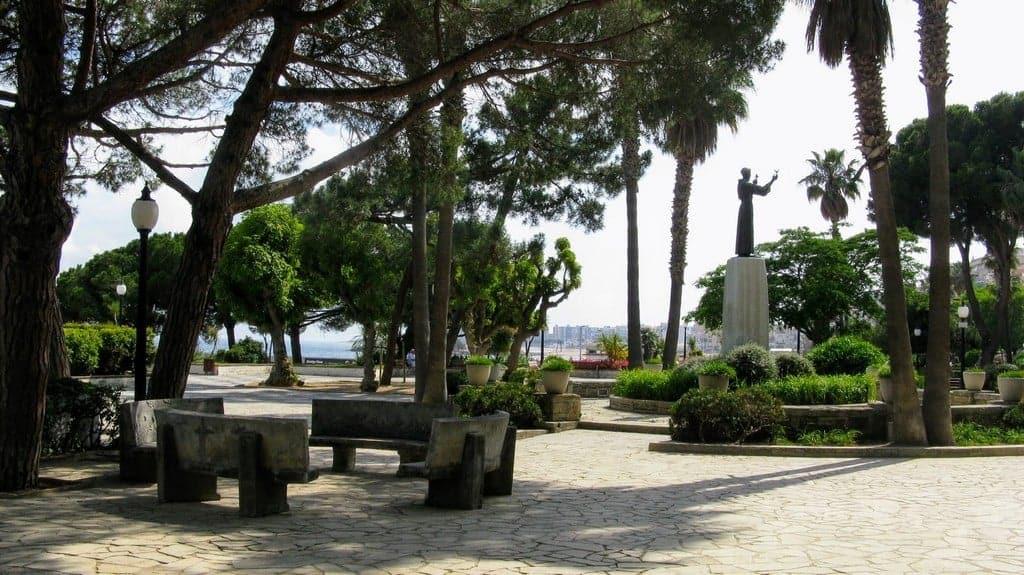 Монумент в честь писателя Жоакина Руйры - уроженца Бланеса.
