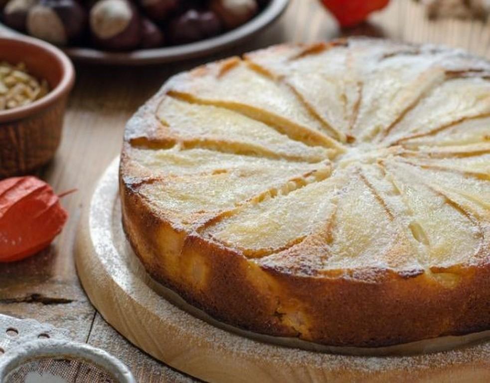 Шарлотка с яблоками и грушами - десерт на Рождество Богородицы