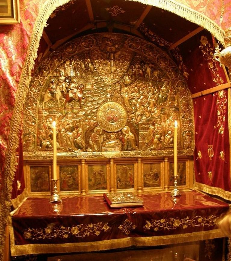 Православный престол над местом Рождества в пещере