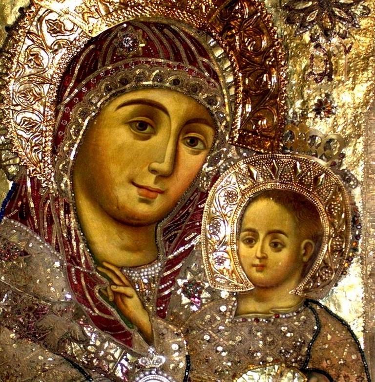 Чудотворная Вифлеемская икона Пресвятой Богородицы находится в базилике Рождества Христова в Вифлееме
