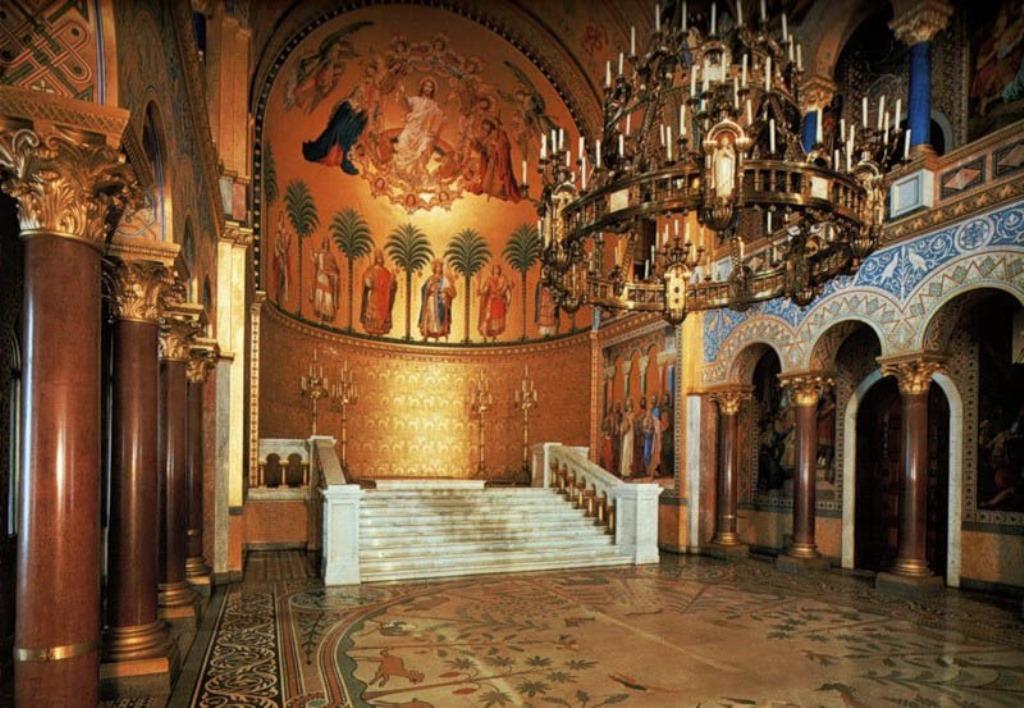 Тронный зал замка Нойшванштайн