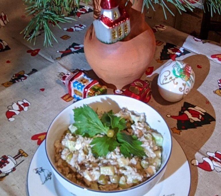 Салат со шпротами на новогодний стол