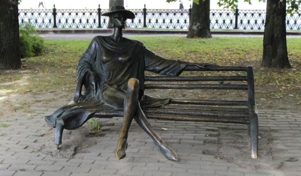 Скульптура Незнакомки Минск