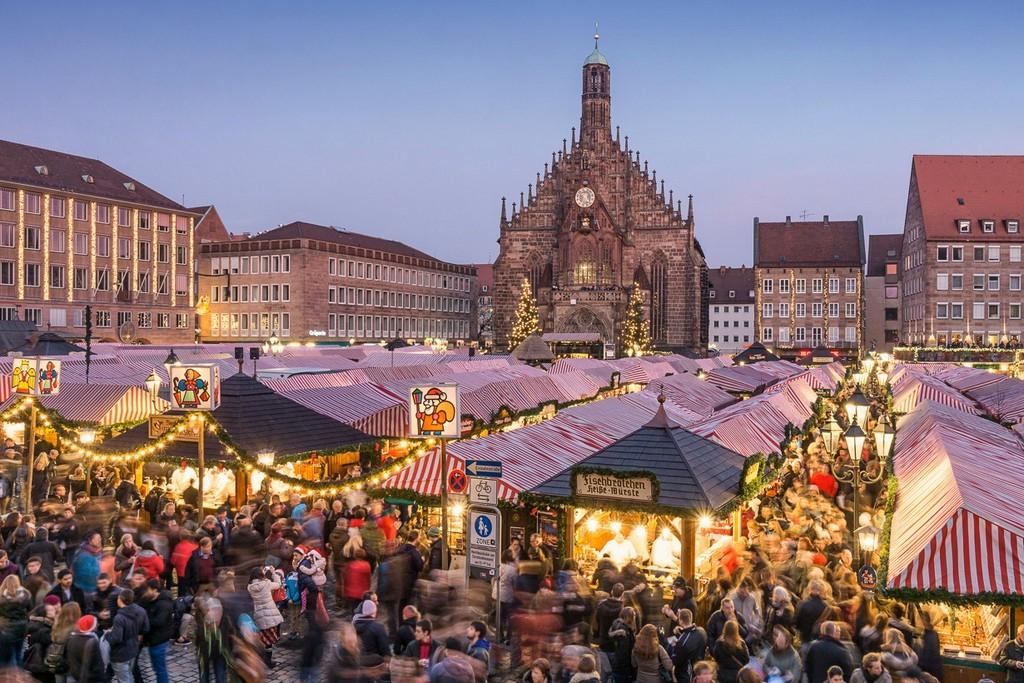 Рождественский базар на рыночной площади в Нюрнберге (Christkindlmarkt, Hauptmarkt)