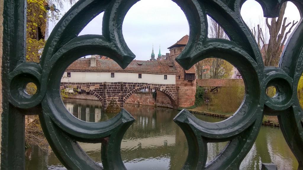 Деревянный мост Henkersteg («Мостик палача»)