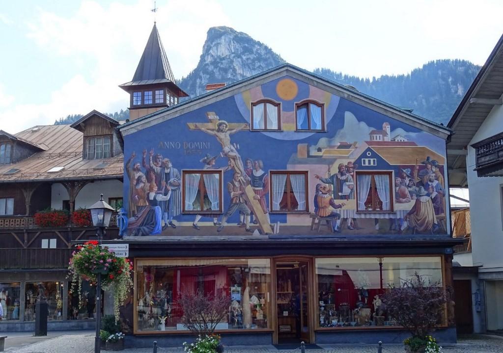 Дом Хайнцеллера - магазин местных мастеров по дереву