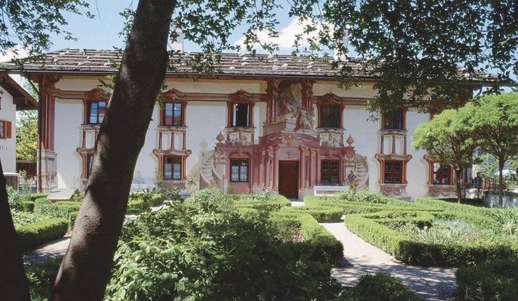 Садовый фасад - Дом Пилата (Pilatushaus) Обераммергау Бавария