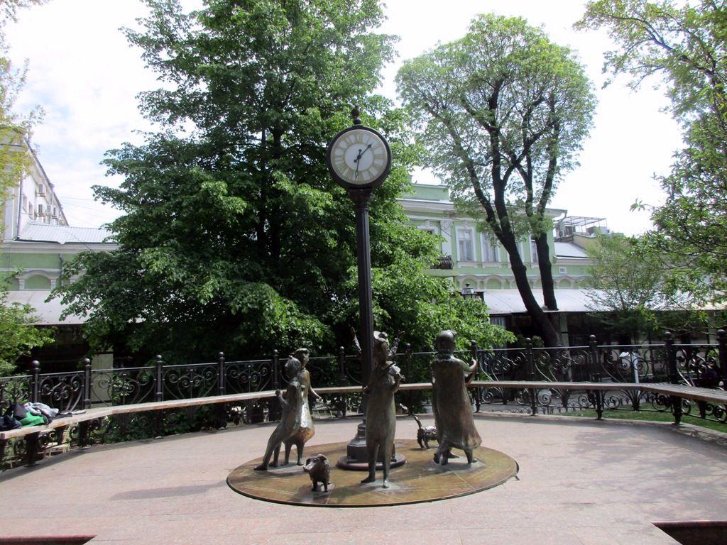 Памятник «Одесский время»