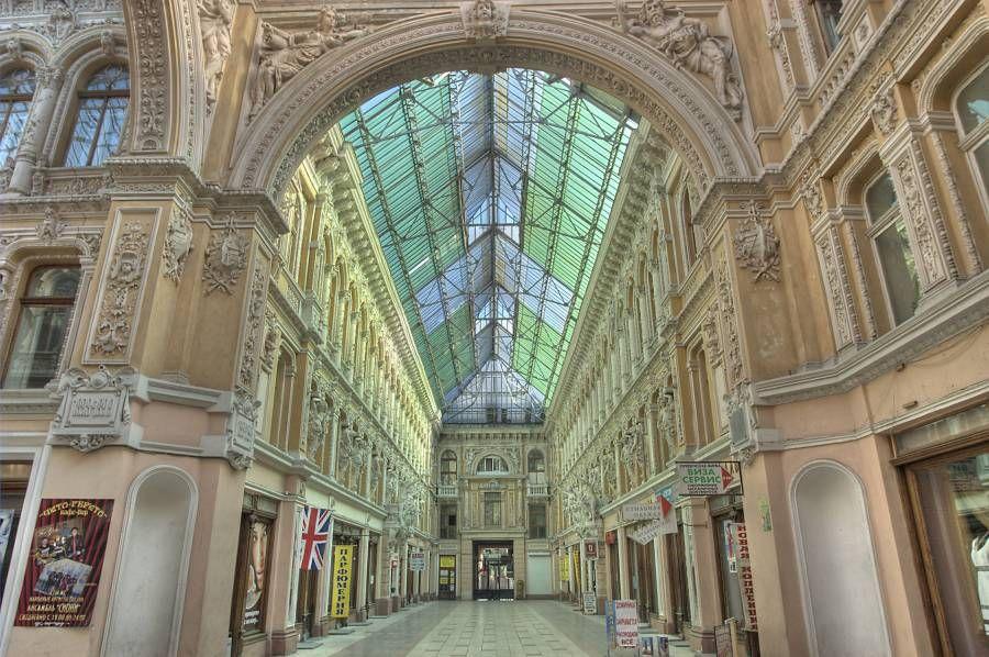 Интерьер и стеклянная крыша одесского Пассажа